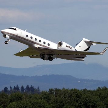 Top 4 Things to Do While Flying on a Chartered Jet