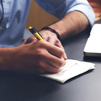 4 Tips for College Students to Write a Research Paper Fast