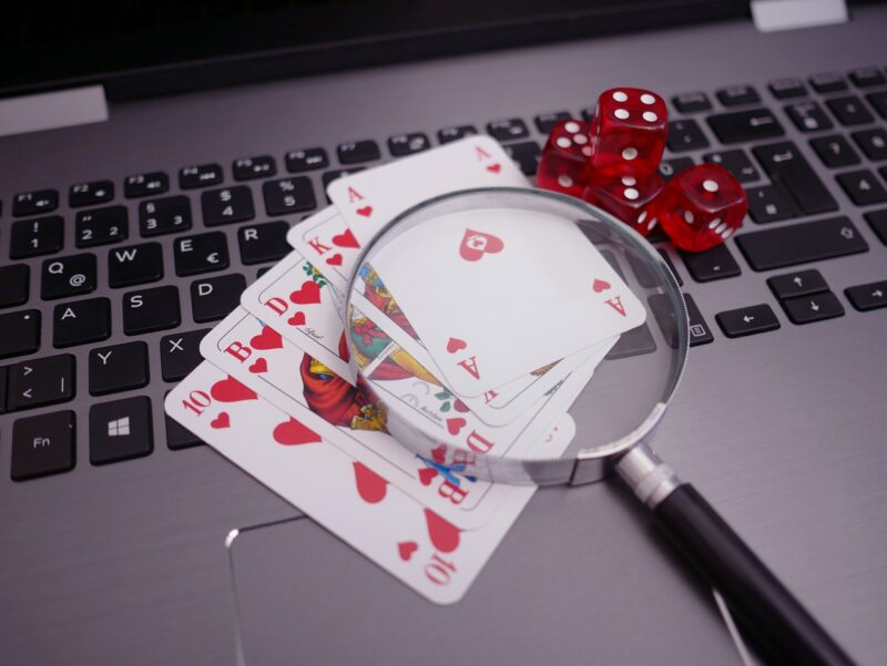 The history about the roulette wheel and why gamblers are transitioning to internet casinos